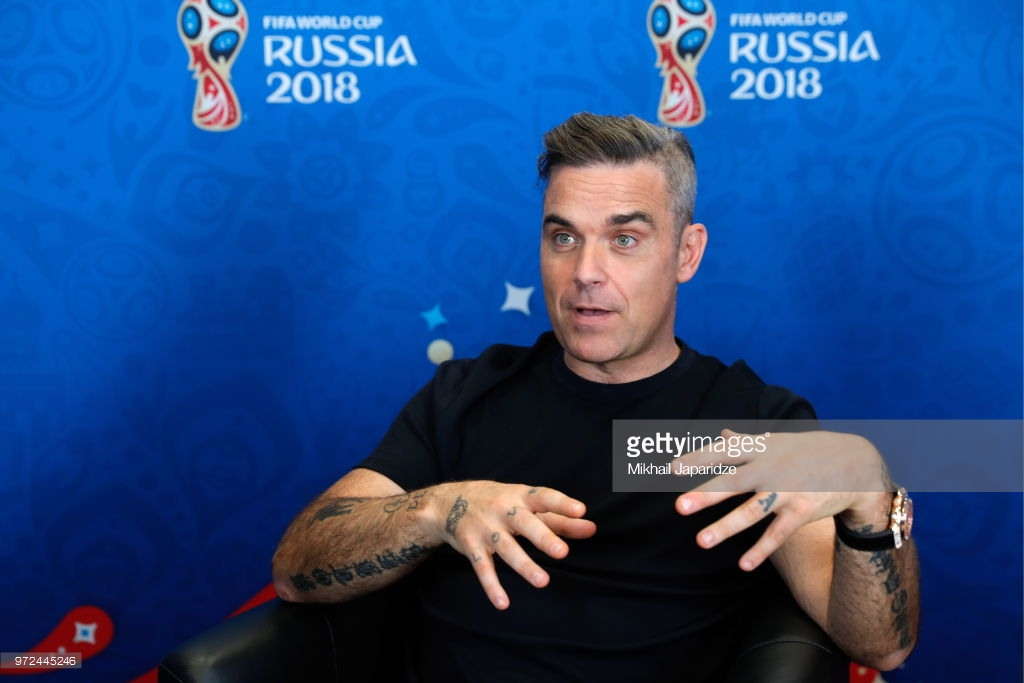 http://robbiewilliamsdaily.org/gallery/albums/Interviews/2018/Jun12/006.jpg
